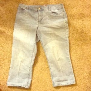 Chico's SIZE 2!!!!  light wash jeans
